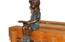 AN1499BRW-V--bronzen-beeld-lezend-meisje-zijkant