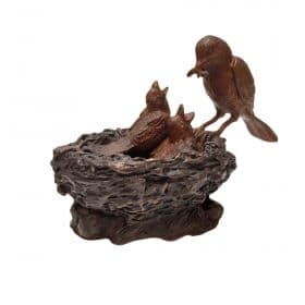 bronzen vogels in nest