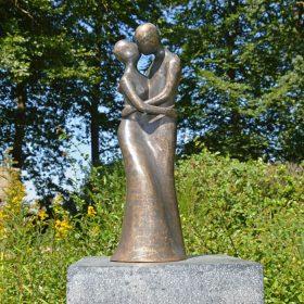 bronzen beeld liefde
