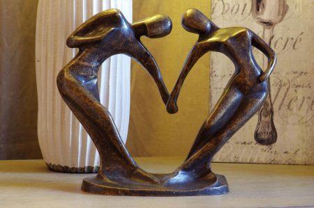 Abstract bronzen beeld danspaar