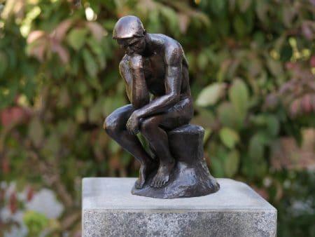 rodin-de-denker-als tuinbeeld