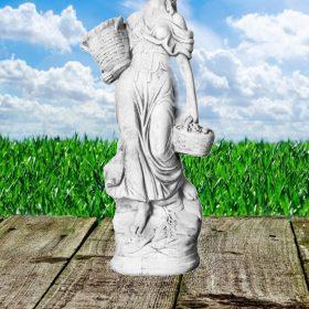 Betonnen vrouwenbeeld