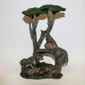 Olifanten onder boom