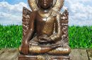 Grote Boeddha op troon